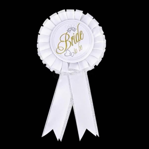 Kitűző, Bride To Be felirattal, rozettás, fehér